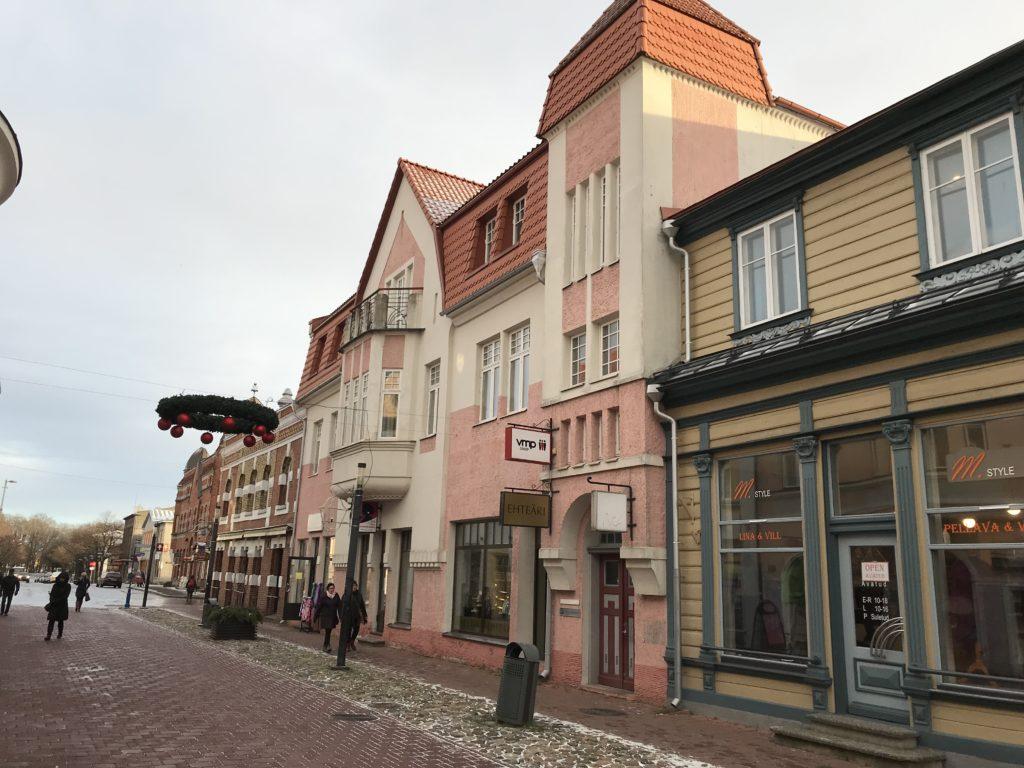 5eb221c297f Riia poolt – mööda Riia mnt Pikale tänavale, ööklubi Vaarikas juurest  vasakule üle Rüütli tänava, kohvik VoVa kõrval sisehoovist on sissepääs  Hommiku ...